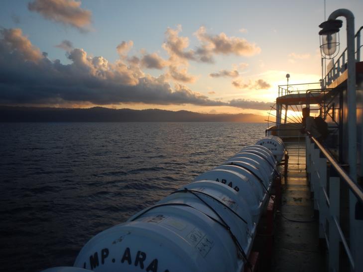 Gambar 1. Suasana di pagi hari sesaat sebelum kapal berlabuh.